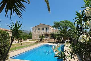 Villa con jardin y piscina privada con aire y wifi Tarragona