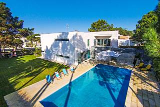 Villa for 8 people only 650 meters from the beach Setúbal