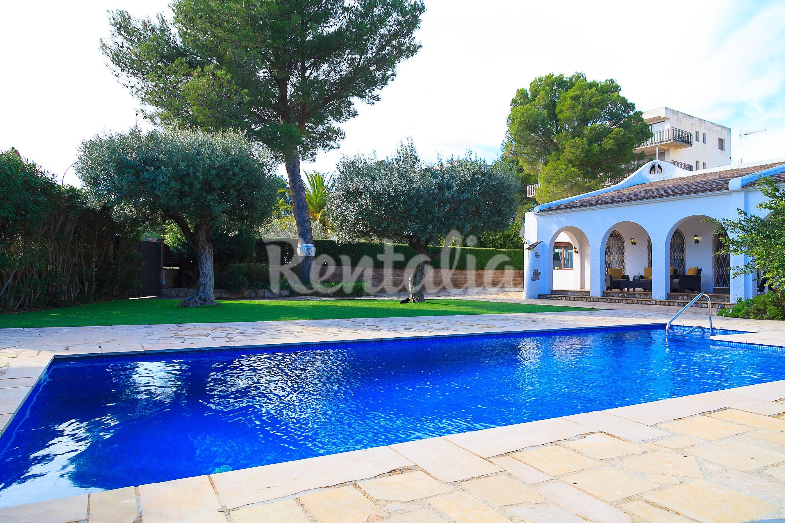 Preciosa villa con piscina privada en miami platja miami - Camping con piscina climatizada en tarragona ...
