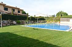 Casa de 3 habitaciones con piscina comunitaria Girona/Gerona